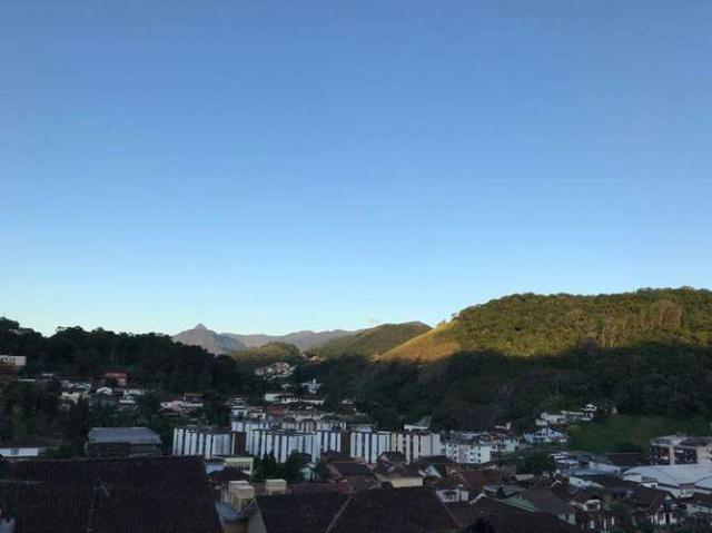 Casa com 3 Quartos (2 suites) Piscina 3 Vagas no Valparaiso Petrópolis RJ