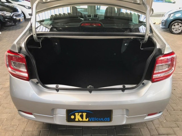 Renault- Logan Life 1.0 Flex Manual (Seminovo, Imposto 2021 pago) - Foto 5