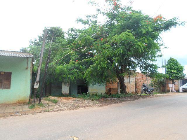 Casa em Alvenaria na Rua Três e Meio com , Acesso rápido para o Centro