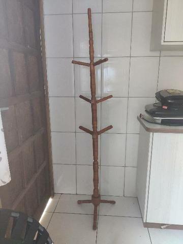 Cabide de madeira mancebo