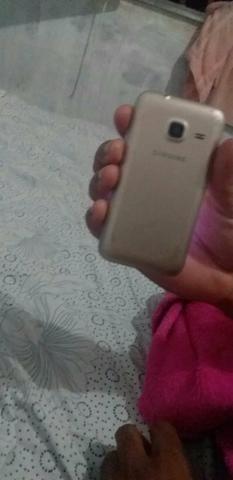 J1 celular bom vendo ou troco por outro dou volta - Foto 2