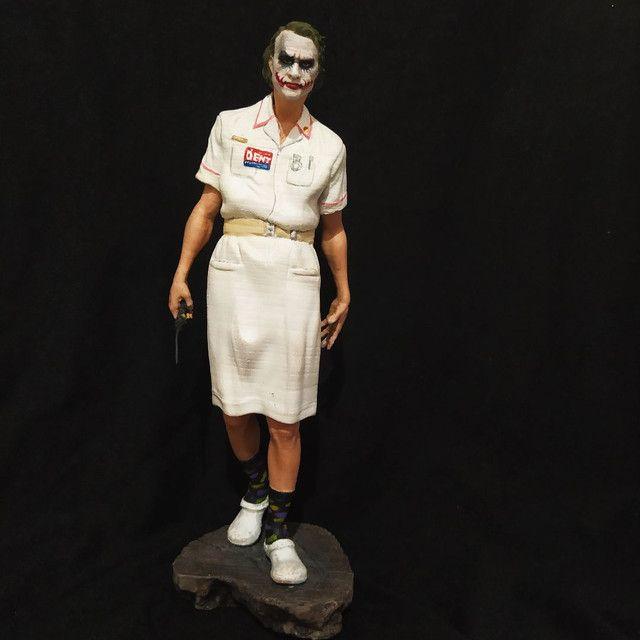 Coringa com roupa de enfermeira