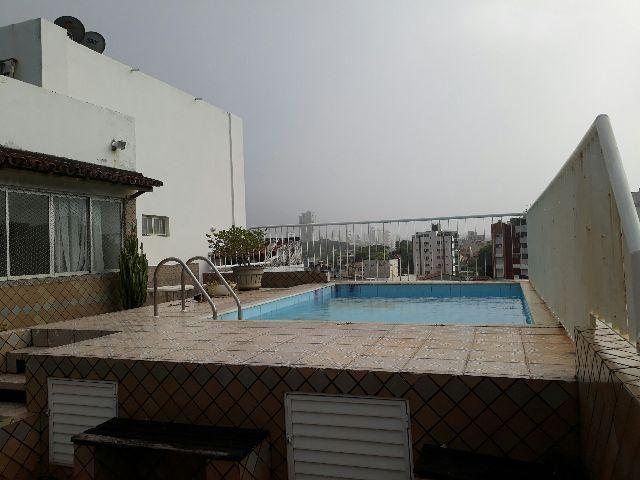 Locação de cobertura com piscina, três quartos sendo uma suíte, Rio Vermelho