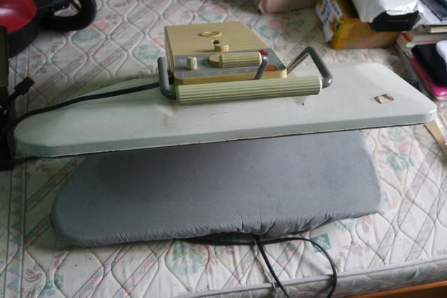 Maquina De Passar, Tabua De Passar Roupa. Singer Usada 220 Volts