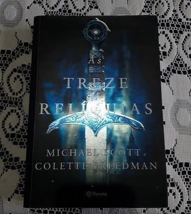 Livro seminovo As treze relíquias - Foto 2