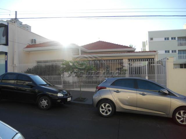 Casa à venda com 4 dormitórios em Centro, Jaboticabal cod:V3679