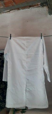 Jaleco branco manga longa, tamanho M - Foto 3