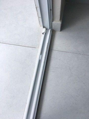 Esquadria em Alumínio Com Vidro Verde- Muito nova!! - Foto 5