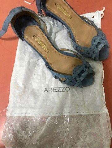 sandália azul arezzo - Foto 4