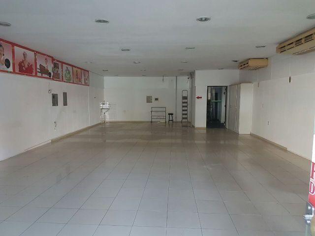 Excelente Prédio Comercial de Esquina, 440 m2, lado da sombra, ideal para farmácias, lojas - Foto 3