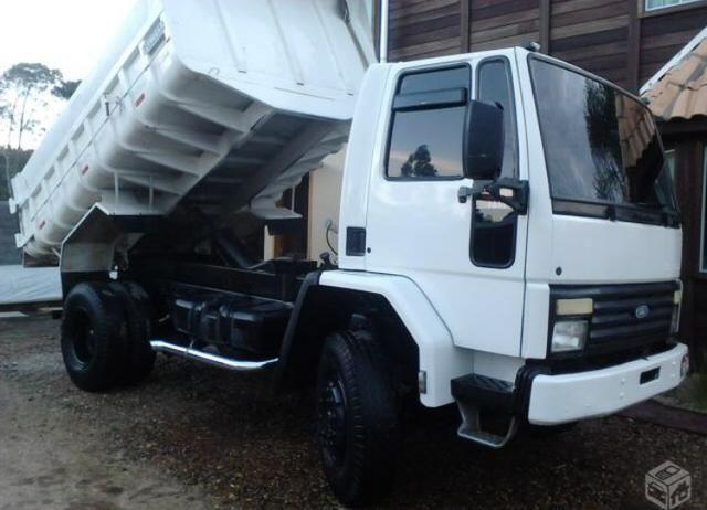 Caminhão cargo caçamba 2011