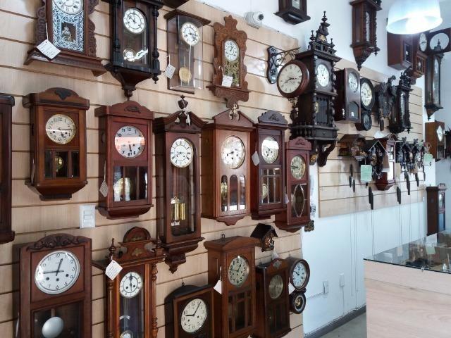 Vendas de relógios antigos e novos em Porto Alegre
