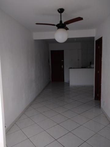 Alugo apartamento de frente com varanda - Foto 6