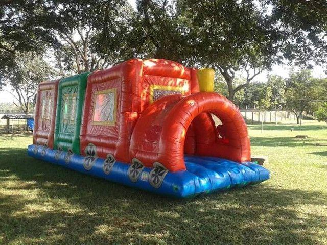 Trenzinho inflável