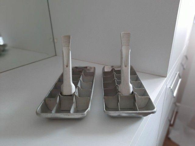 Formas de gelo muito antigas,  em alumínio  - Foto 2