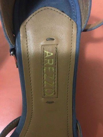 sandália azul arezzo - Foto 3