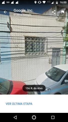 Vendo uma casa na rua do alvo