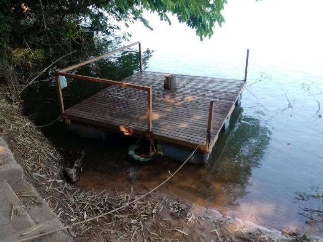 Chácara de porteira fechada na beira do rio Cuiabá com barco gado cavalo casa boa - Foto 3
