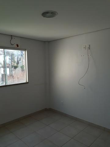 Sobrado com 03 quartos, no Cohab - Foto 8