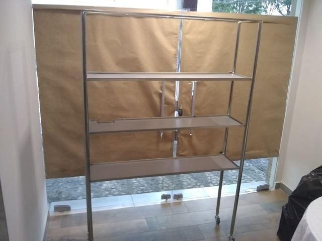 Expositor de produtos em prateleiras metálico - Foto 5