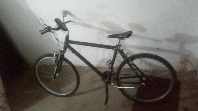 Vendo bicicleta de 9 machas andando normal top - Foto 3