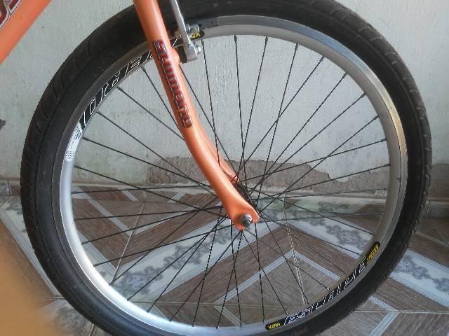 Vendo essa bike semi nova aro 26 - Foto 4