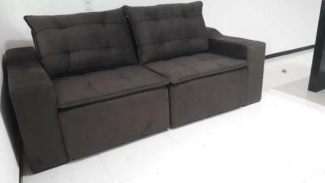 Sofá retrátil e reclinável em tecido SUED modelo Débora com pillow NOVO - Foto 2