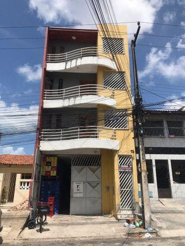 Alugo apartamentos na Av. da Independência - Quintino Cunha