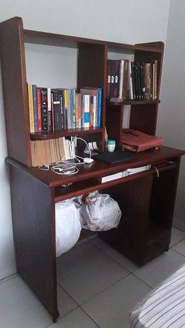 Escrivaninha tipo estante