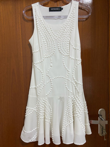 Vestido branco com pedraria