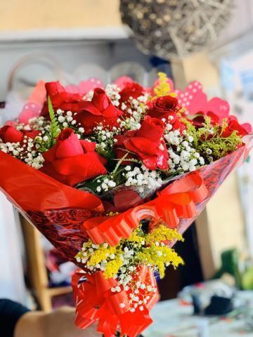 Flores buquês cestas