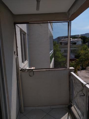 Alugo apartamento de frente com varanda - Foto 8
