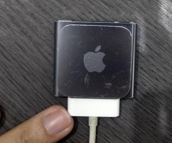 IPod Nano 8 GB Graphite + Pulseira Preta + Fone de Ouvido - Foto 2