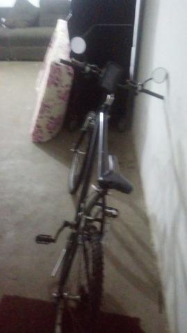 Vendo bicicleta de 9 machas andando normal top - Foto 2