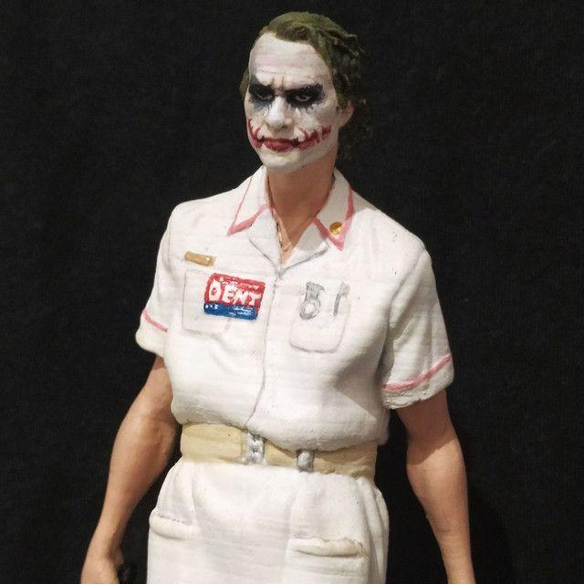 Coringa com roupa de enfermeira - Foto 3