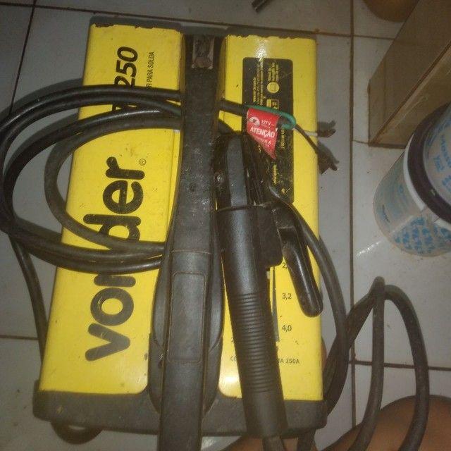 Máquina de solda Bivolt nova Vonder 250a(usada poucas vezes) - Foto 2