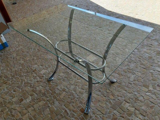 Mesa de vidro com pés de metal - Foto 3