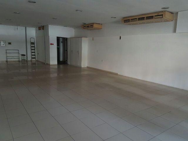 Excelente Prédio Comercial de Esquina, 440 m2, lado da sombra, ideal para farmácias, lojas - Foto 4