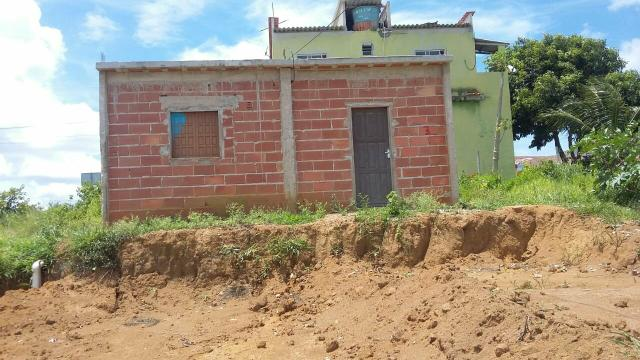 Vendo, terreno com uma pequena casa