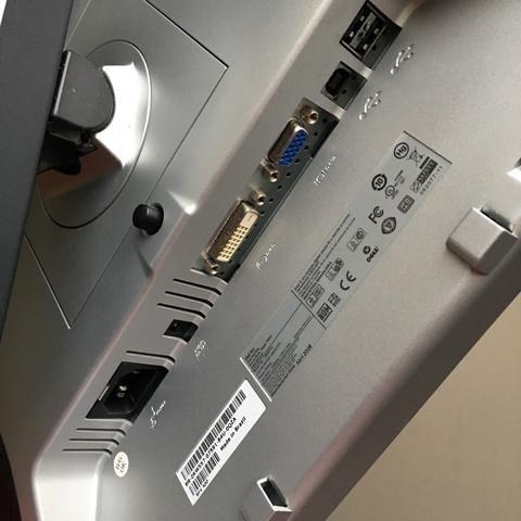 Monitor Dell 1908FPc 19 polegadas conexões DVI, VGA, 4 USB