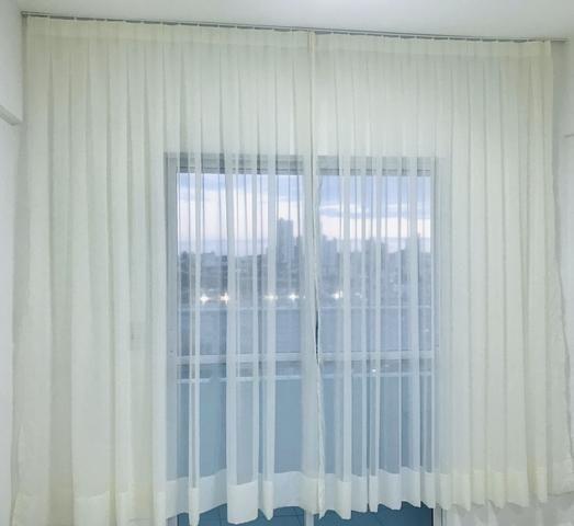 Cortina em tecido voil bege + trilho - Foto 2