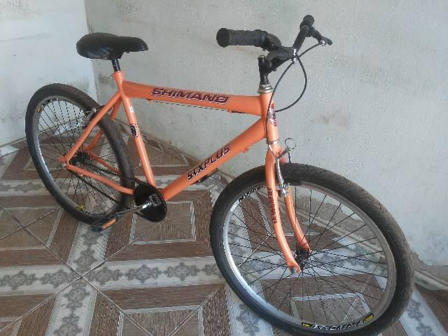 Vendo essa bike semi nova aro 26 - Foto 3
