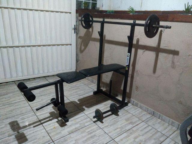 Estação de musculação com banco supino e saco pancada. - Foto 5