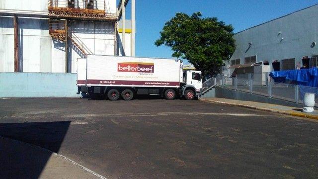 Constelation 24-250 Bi-truck Baú refrigerado gancheira - Foto 7