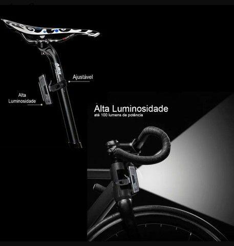 Led para bicicleta recarregável, potente, azul e vermelho, 2em1.(retirada Jordão) - Foto 2