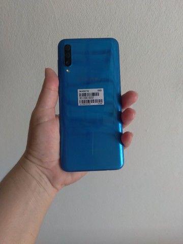 Vendo A50 128 GB semi novo, acompanha carregador,caixa, capinha e película.  - Foto 2
