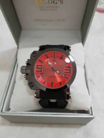 Relógio Oakley Gearbox vermelho e preto com caixa novo luxo   esportivo 0dd2fd4e1e8