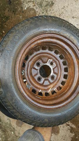Vendo ou troco roda aro 15 do fusca pneu fino linguiça