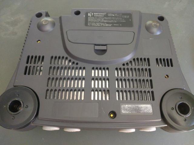 Nintendo 64 Console + 2 jogos originais + cabo av - Foto 2