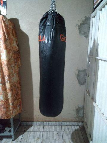Estação de musculação com banco supino e saco pancada. - Foto 2